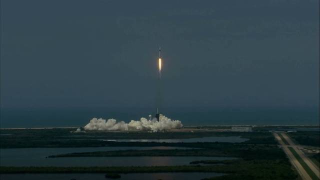 Space X Falcon 9 Lift Off